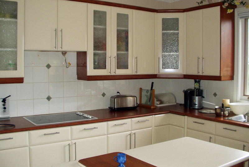 Award kitchen refacers the kitchen refacing process for Kitchen cabinet refacing